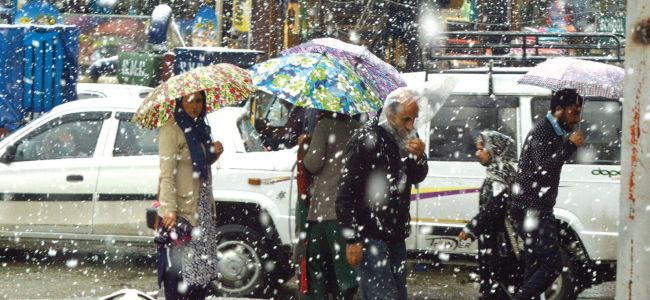 Minimum temperatures dip below freezing point across Kashmir