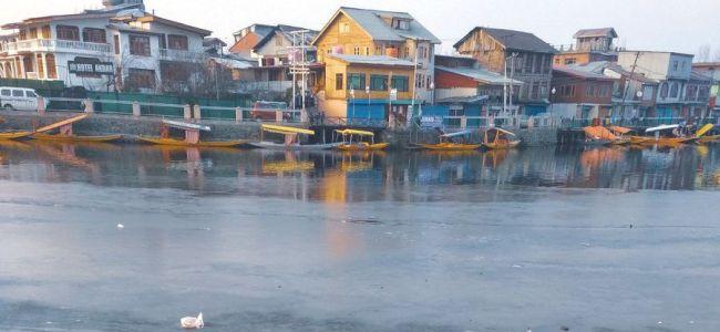 Temperature improves slightly in Kashmir
