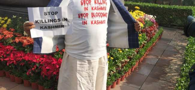 PDP's Fayaz Ahmad Mir protests inside Parliament of India over Pulwama killings