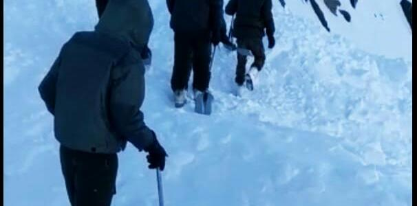 BRO puts men for rescue operation at Khardungla Pass