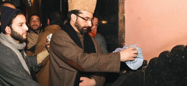 ISIS flag ruckus: Mirwaiz Umer purifies Jamia pulpit, says culprits will be named soon