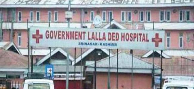 Refused entry by LD hospital, woman delivers baby on road side, Govt orders probe