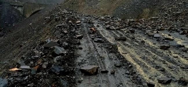 Highway: Traffic halted following landslide at Digdol