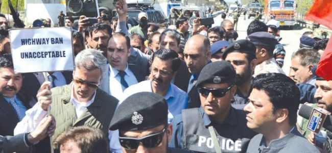 Highway blockade: Omar stages sit-in, asks govt to have a rethink