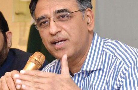 Ahead of the crucial IMF deal, Pak FM Asad Umar quits