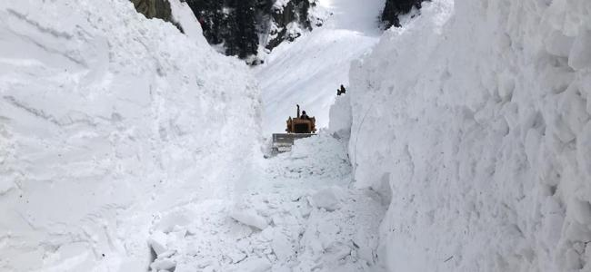 Trapped in snow, 10 civilians rescued from Sinthan Pass