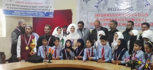 Students debate Solid Waste Waste Management in Tral