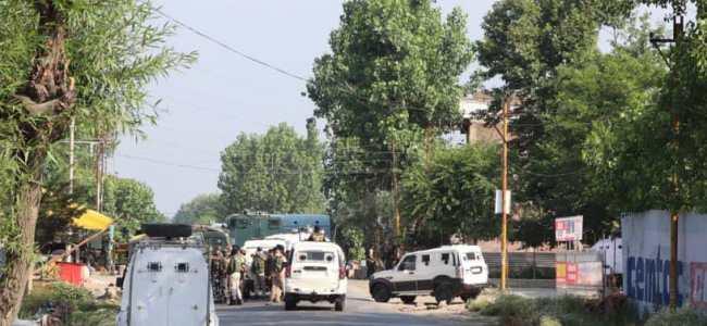 Two cops injured in militant attack in Kulgam