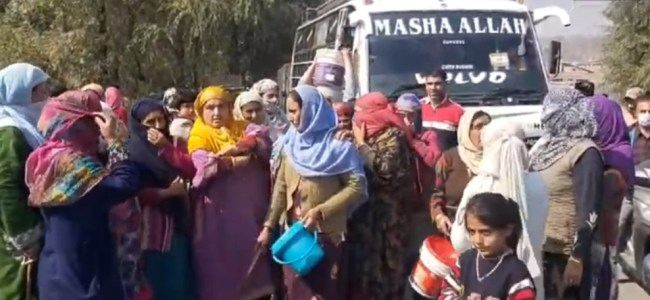 Kangan residents protest against water scarcity
