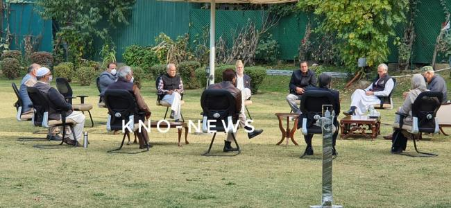 Top leaders of Peoples Alliance for Gupkar Declaration reach Mehbooba's residence
