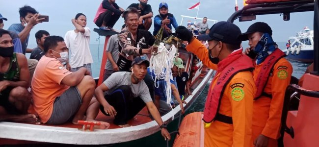 Body parts, debris found after Indonesia plane crash