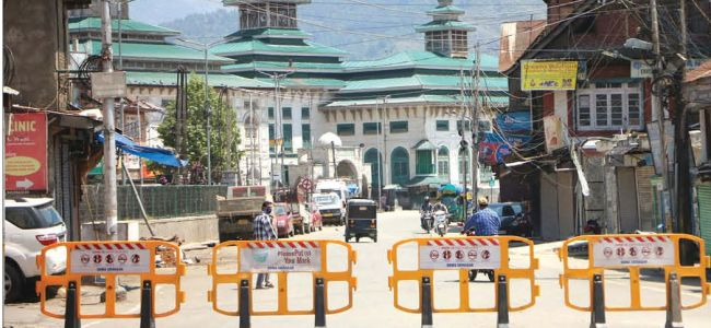Srinagar Admin imposes strict measures to enforce corona curfew, several vehicles seized