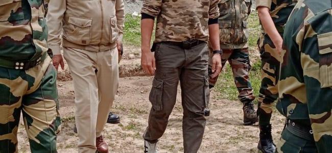 Bollywood actor Akshay Kumar visits Bandipora's Tulail