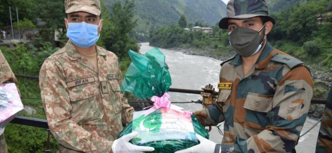 Indian, Pakistani armies exchange sweets along LoC in Kashmir on Eid-ul-Adha