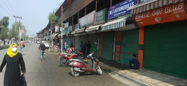 Shaheed Gunj traders protest against diversion of road