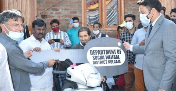 Union MOS for Social Justice & Empowerment visits Kulgam