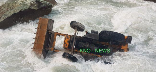 Driver injured, cleaner missing after JCB plunges into River Sindh