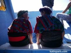 Kobiety w tradycyjnych strojach z regionu.