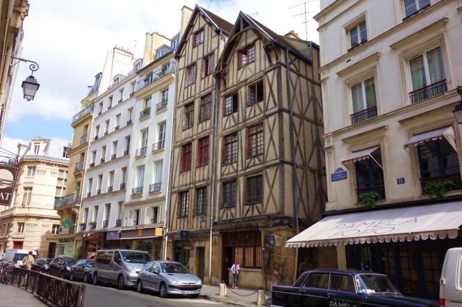 paryz budynek sredniowieczny