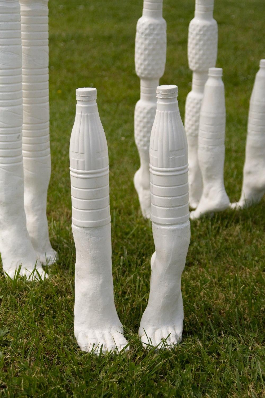 Mis sur pied – 2009, résine, gel coat, 20 cm x 30 cm x 51