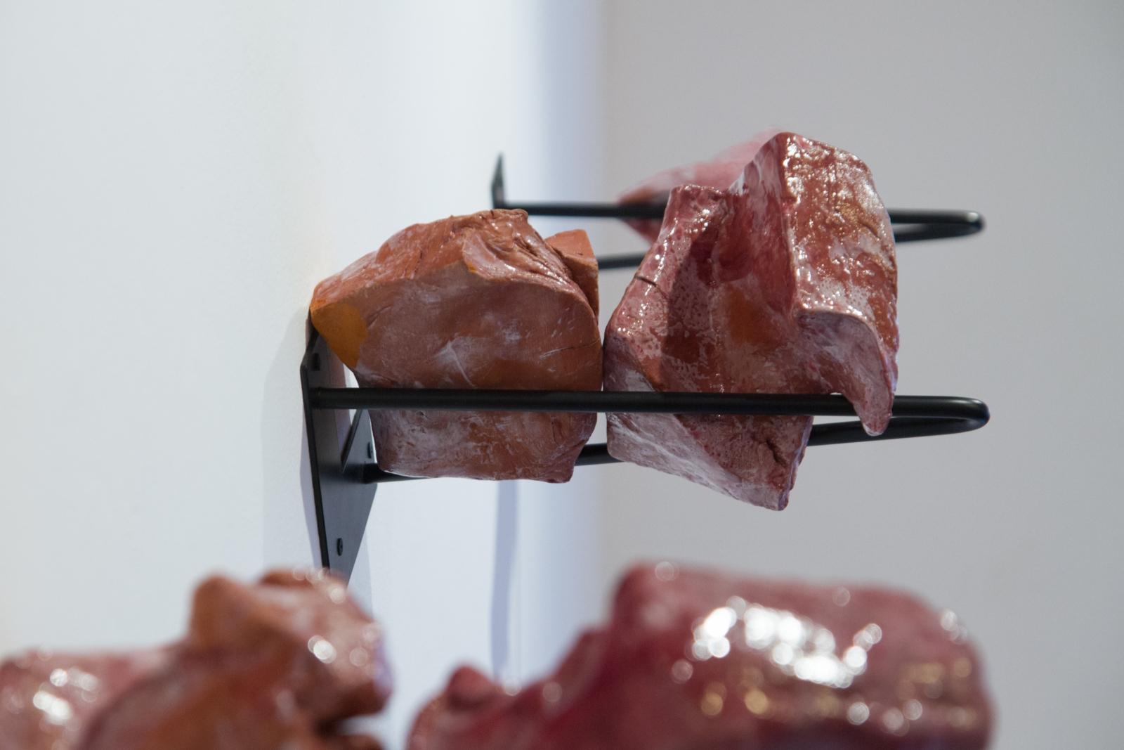 Clay Body Protocol, ceramic sculptures, size variable; about 10 cm x 10 cm x 10 cm/ element, 2019.