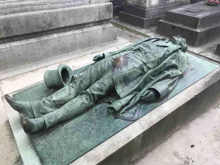 tomb of a man lying on his back