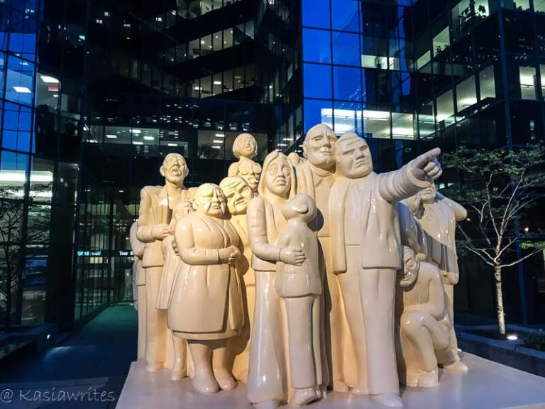 statues of a group of people