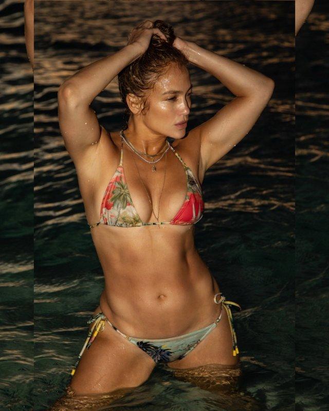 Jennifer Lopez has still got it see sizzling swimsuit pic