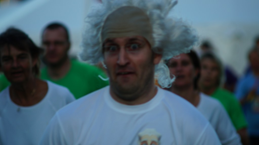 Naturligvis var det også Sørens idé, at vi skulle løbe DHL Løbet iført professorkostume..!