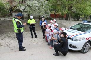 Jandarma ekipleri, EBA üzerinden çocuklara trafik kurallarını anlattı