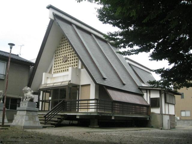 米日吉神社境内