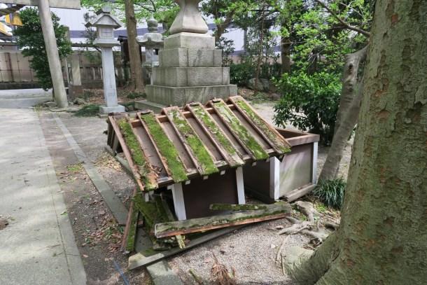 春日神社 納札所倒壊 1