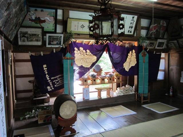 改修御造営事業前の荒川神社拝殿内部