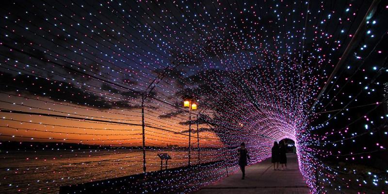 週末好去處   淡水海關碼頭 粉紅浪漫燈海隧道
