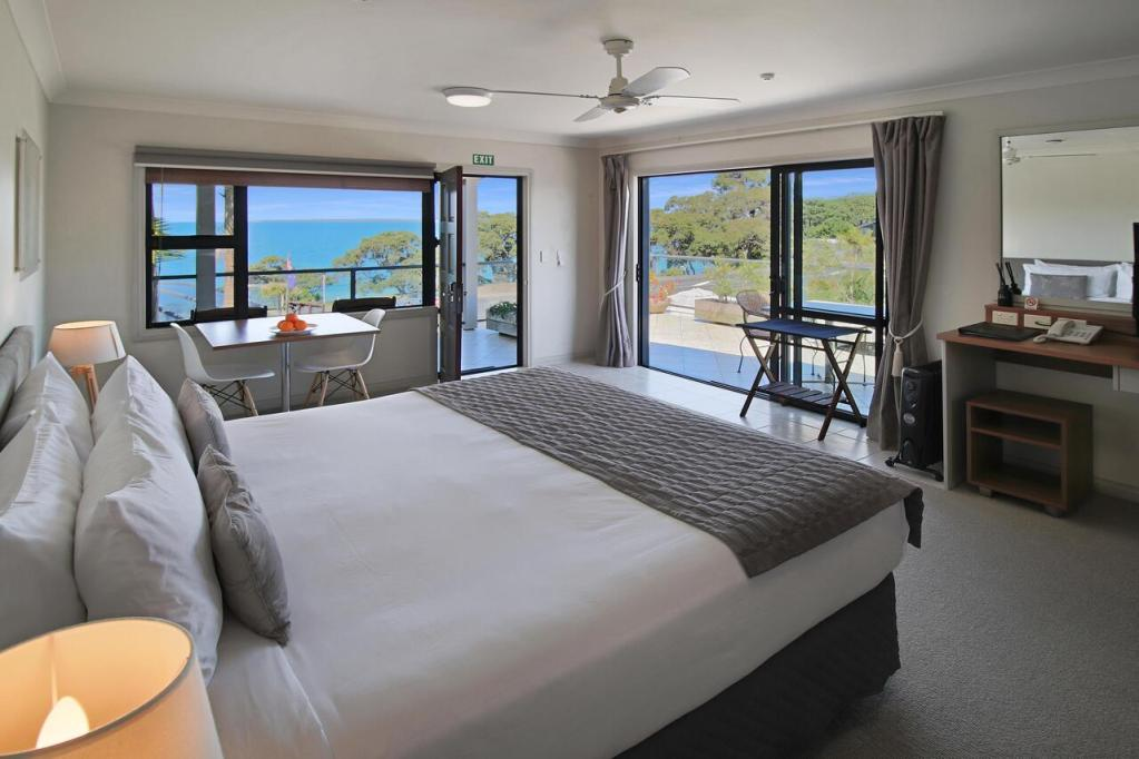Whangaparaoa Lodge Seaview Room