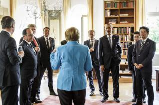 Chancellor Merkel welcomes G7 heads of states shortly before the summit's official start