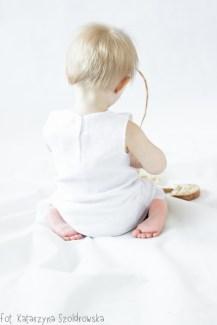 Sesja niemowlęca w Krakowie. Portret w studio na białym tle