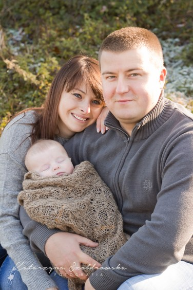 Sesja rodzinna z dzieckiem w plenerze w Krakowie. Zdjecie wykonał fotograf dzieciecy w Krakowie