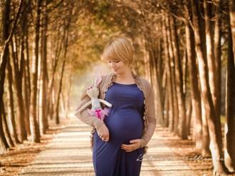 Fotografia ciążowa z brzuszkiem w plenerze kraków.Maternity photographer Cracow