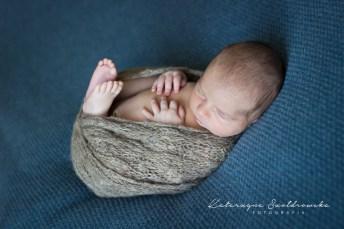 sesja noworodkowa chlopiec krakow. fotografia dziecieca