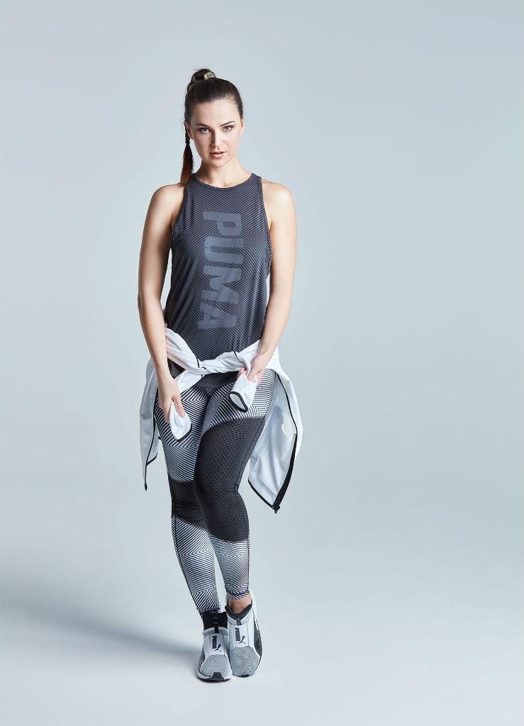 Katharina stehend mit einem Sportoutfit von Puma