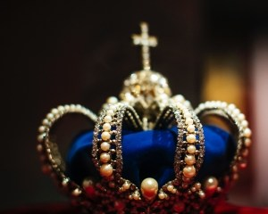 crown queen ruler