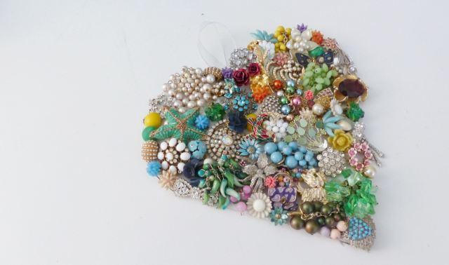 vintage jewellery Valentines Day wreath craft DIY tutorial from kate Beavis