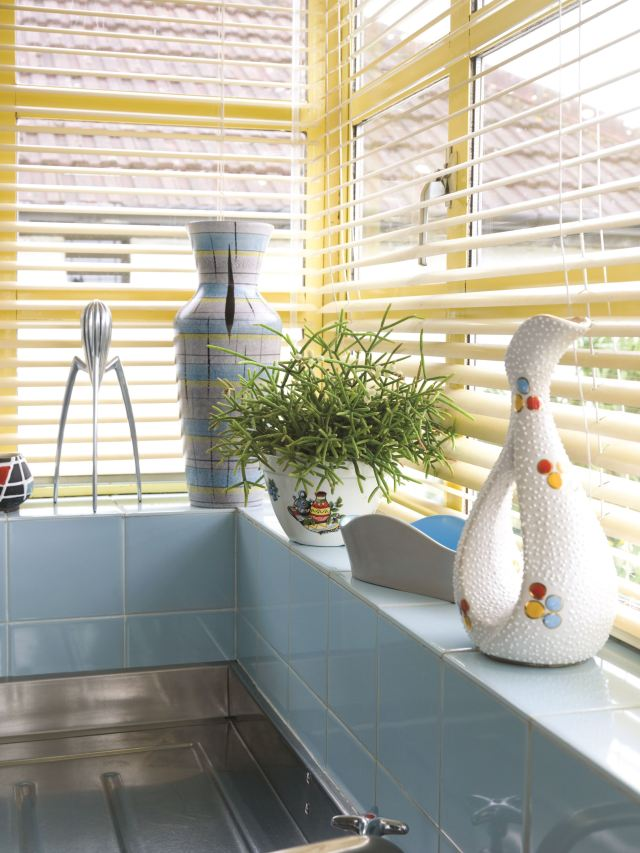 Vintage kitchen Alessi by Kate Beavis Vintage Home (photo by Simon Whitmore for FW Media)e 289