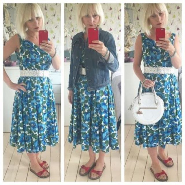 Kate Beavis wearing 1950s vintage dress and handbag