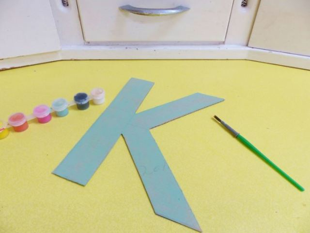 DIY Tutorial: how to make a vintage button initial letter by Kate Beavis