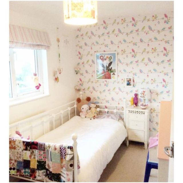 Five Little Diamonds Vintage Home as featured on Kate Beavis Vintage Home blog vintage bedroom