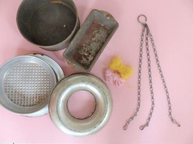 DIY Tutorial: Vintage Bakeware Bird Feeders by Kate Beavis