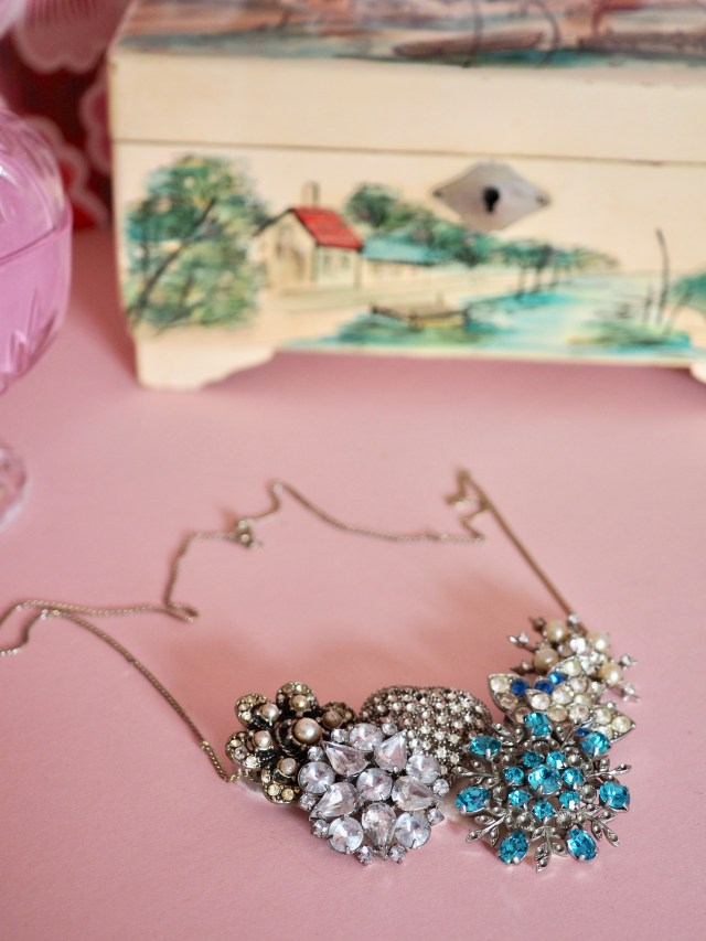 How to make an upcyled vintage brooch necklace