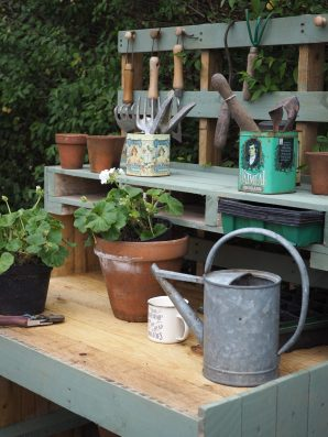 A step by step guide: how to make a DIY pallet potting bench